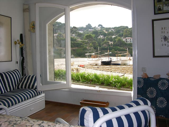 Cozy apartment in front the beach - Sariera, Begur - Appartement