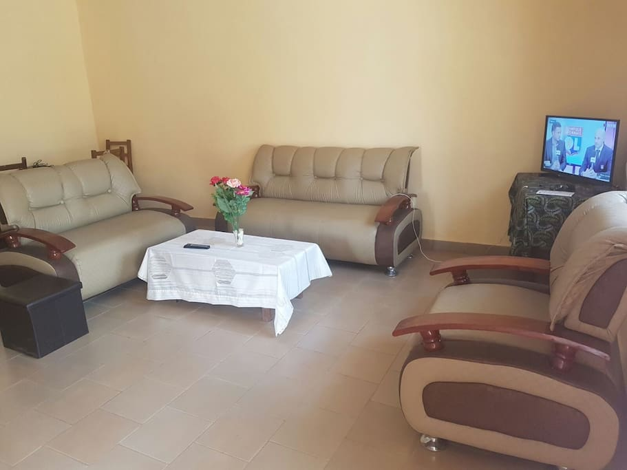 Appartement meubl furnished house ngousso case in for Meuble tv yaounde