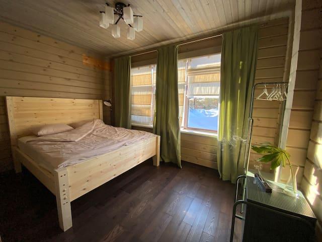 Спальня 1 эт с видом на внутренний двор
