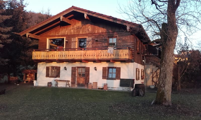 big  house with great garden and pastures around - Geretsberg - House