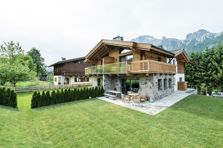 Luxury Chalet in Leogang near Ski Area