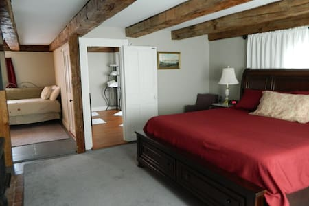 Private suite in historic Wolfeboro 1810 House - Wolfeboro - Bed & Breakfast