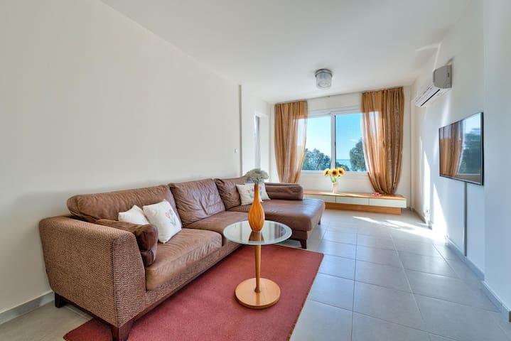 2-bedroom sea view flat on Dassoudi - Limassol - Apartamento