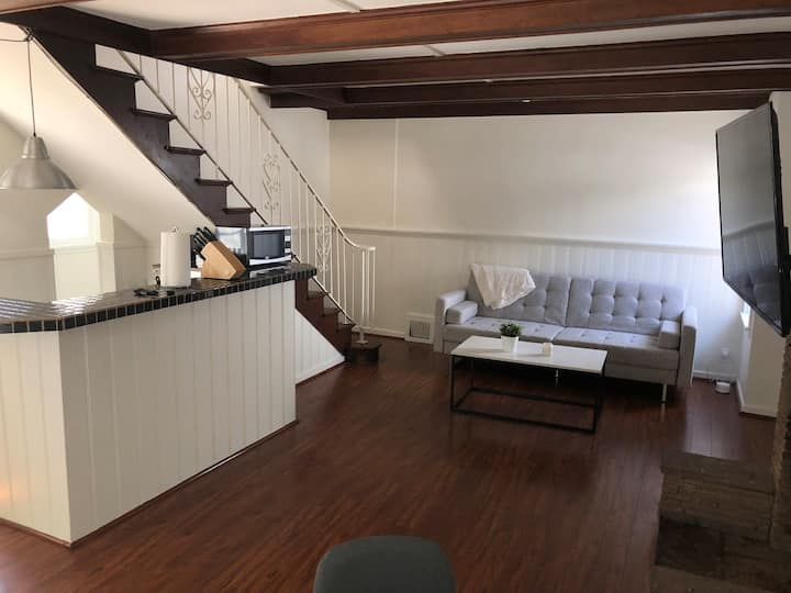 Chic West Hollywood 1BR Loft, off Sunset w/ patio