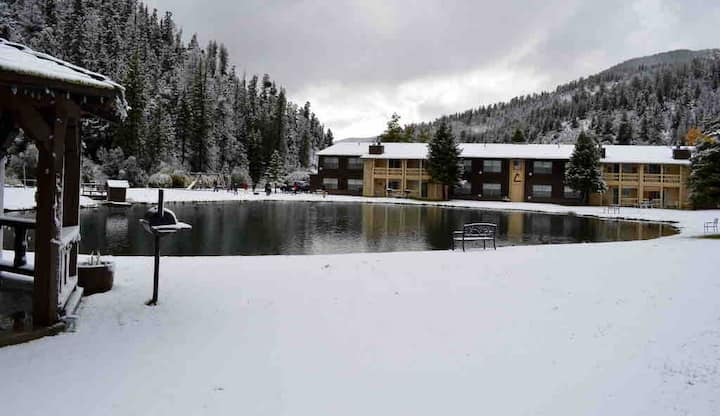 Majestic Mountain Lakeside  Retreat, Sleeps 6