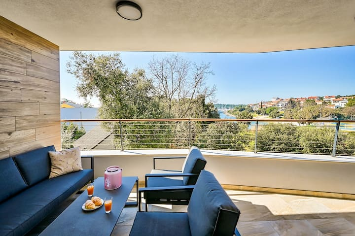 Apartment E, new, sea view, 100m from The beach