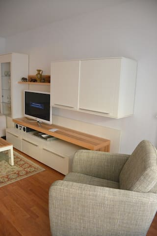"""Newly Renovated Apartment """"Ferienwohnung bei Marta"""" with Wi-Fi & Balcony; Parking Available"""
