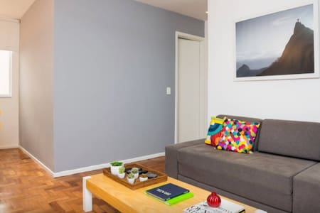 Wonderful one bedroom apart, very comfortable! Best location in the neighborhood, really safe (24h doorman)! Very close to the bus stop, subway, restaurants, with air conditioning, wifi internet and cable tv.