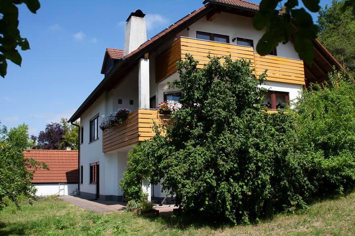 Hanghaus im Grünen