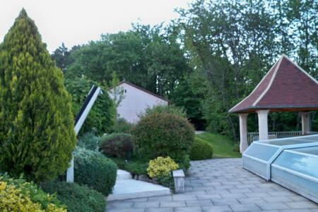 Chambre d'hôte de charme, piscine - Rouffignac-Saint-Cernin-de-Reilhac