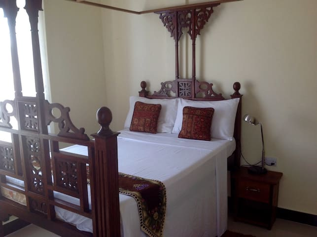 New room in a trendy part of Zanzibar Town (1/2)