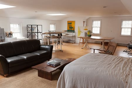 Art/Yoga Studio Loft - Newtown - Appartement