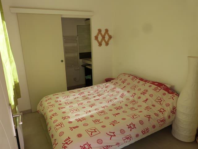 Chambre lit en 160x200/ Possibilité de prêter un lit parapluie