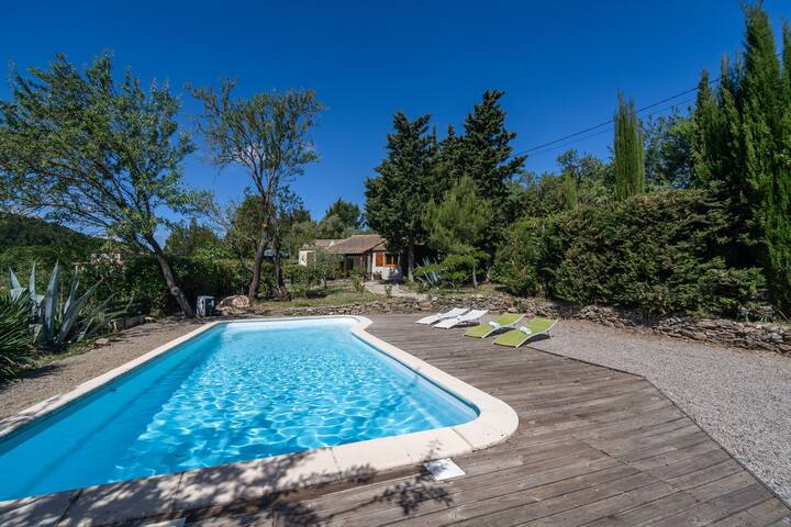 Huge Villa in Montbrun-des-Corbières with Swimming Pool