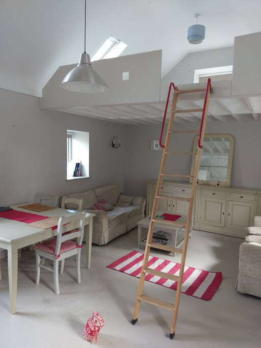 Mezzanine Sleeps 2. Access via ladder