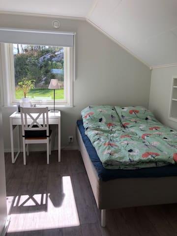 Sovrum 2 - säng 140 cm