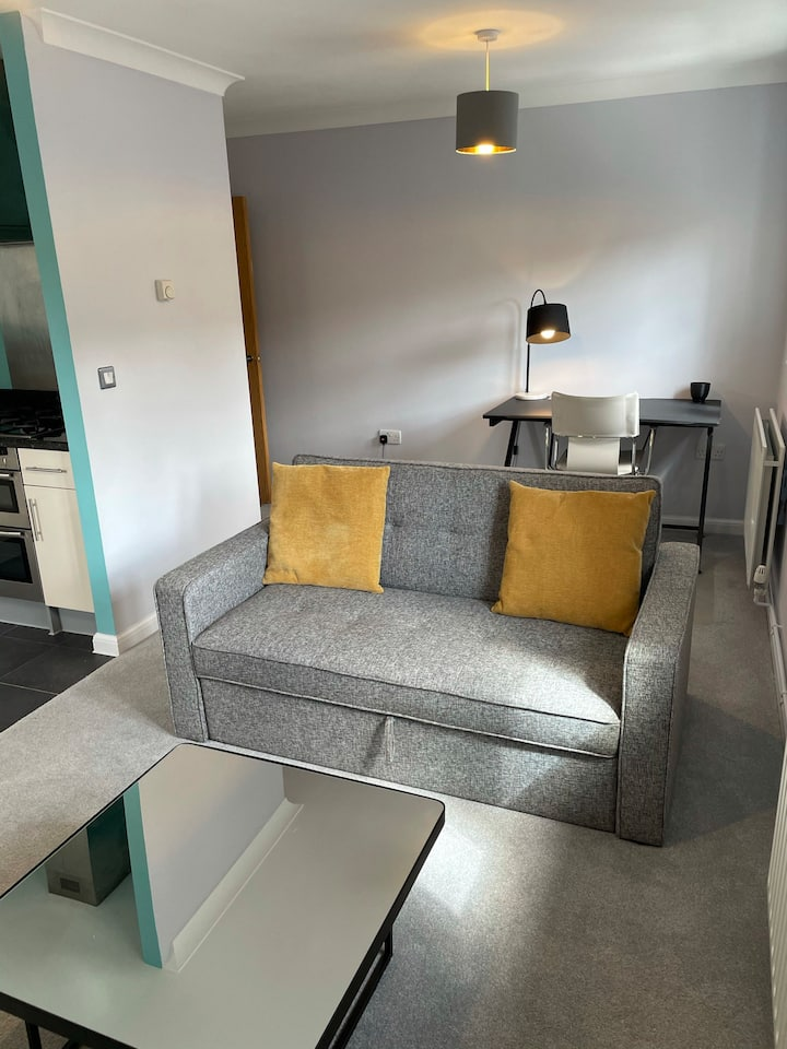 Modern recently refurbished 1-bed apartment