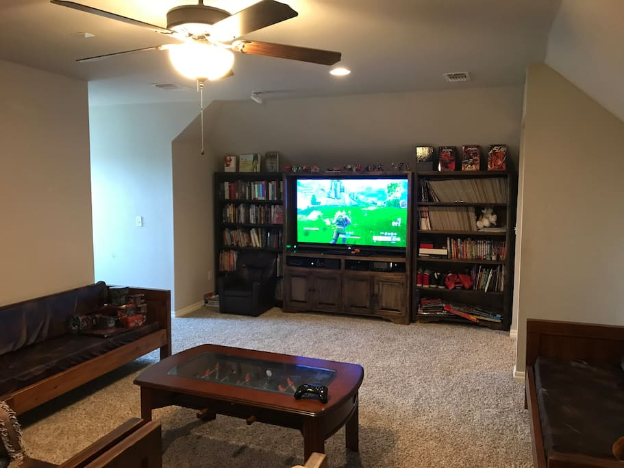 "Entertainment center, 60"" TV, library, comic book library, video games, ceiling fan"
