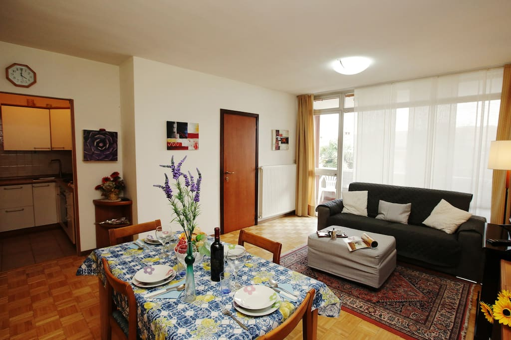The spacious and bright living room with view of the kitchenette