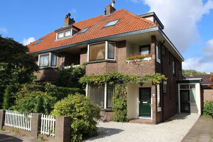 Charming house close to train station and beach
