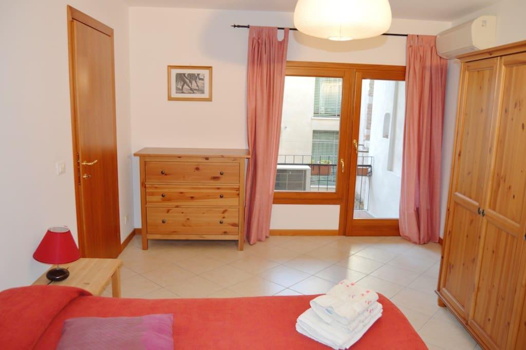 camera rosa con terrazza