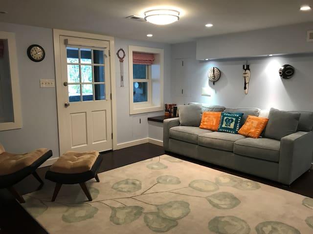 Family-Friendly Elegant Capitol Hill Guest Suite