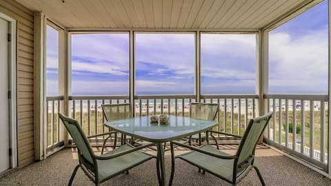Oceanfront 3 Bedroom 2.5 Bath Wifi, Pool, W/D