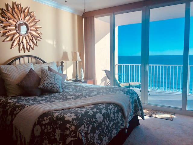 ROMANTIC BOUTIQUE - BEACH HAVEN on the OCEAN!