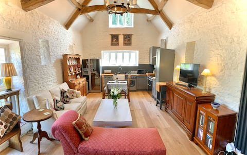 Converted barn in beautiful Cotswolds countryside