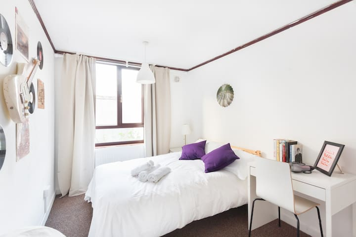 Bright and Airy Room on Doorstep of Camden Market