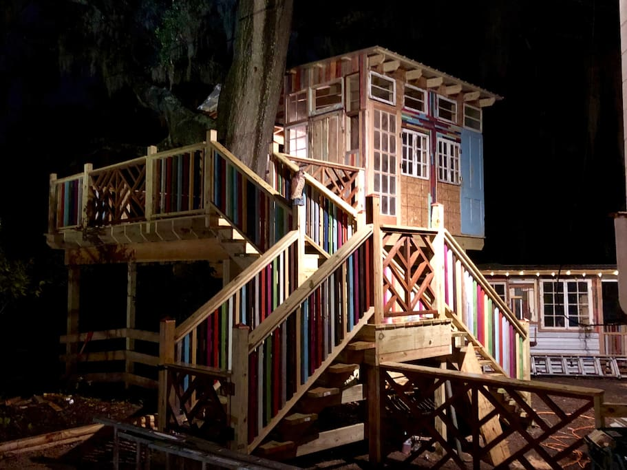 This is the treehouse, available to all guests located behind the garage and penthouse, sharing space with Prince Mars, my Mini horse!  I wish I could go on and on and on about how wonderful and amazing it is, but it's made for you!  330sq feet; partially covered, with a wrap around porch and covered deck below!    When u book my home, either the MaryJane Suite, The Sleepy Hollow Room, and the newly listed Penthouse Suite, u will be able to enjoy this magical, unexplainable world of bliss!    (Updated pictures will be posted soon!)