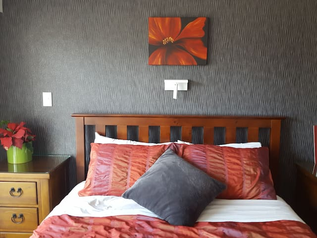 Cadence Bed & Breakfast - Rm 5