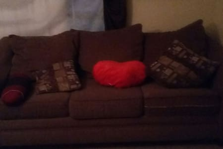 Peaceful Living Room Couch For You - Grand Prairie - Apartamento