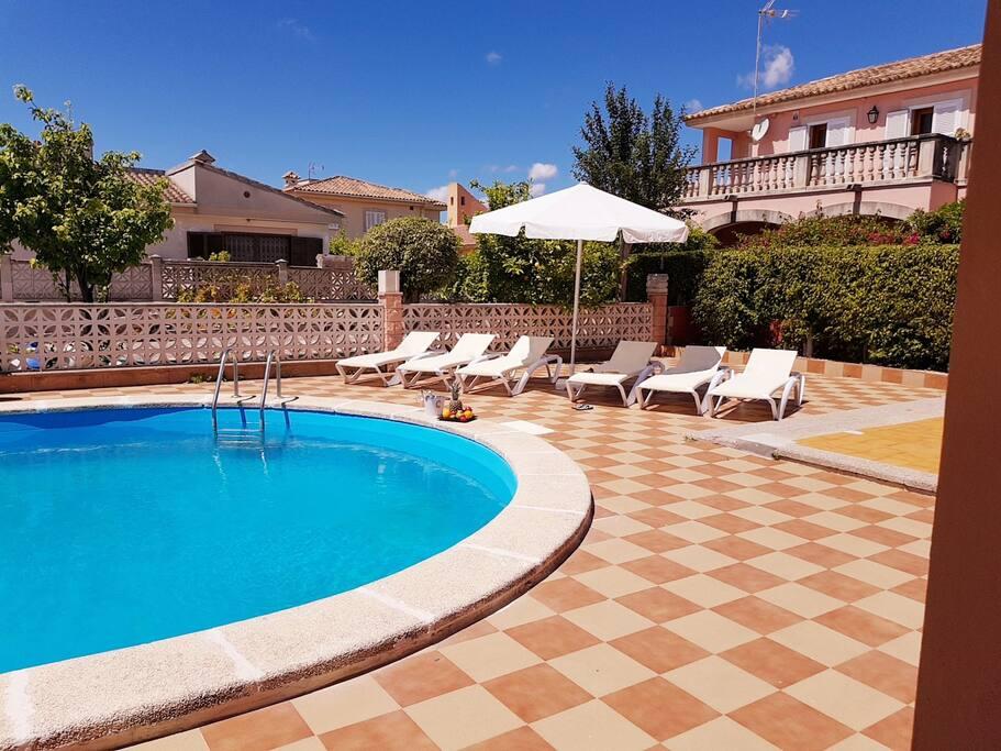 Chalet unifamiliar con piscina casas en alquiler en for Alquiler de casas con piscina privada que admiten perros