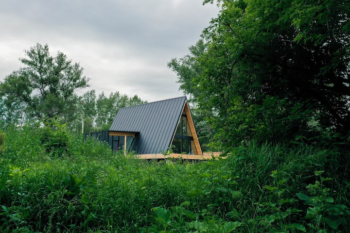 Дом A-frame в Уфе на берегу реки