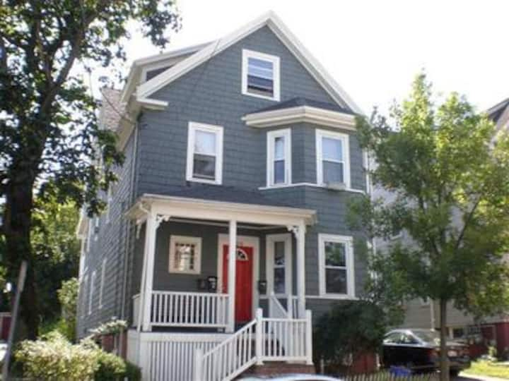 Large 4 Bd/1ST Floor/Decor/Hip&Fun Location/Asmbly