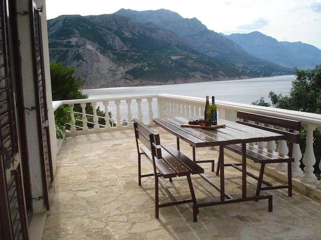 House Anja, seafront, 4 bedrooms, 2 living rooms