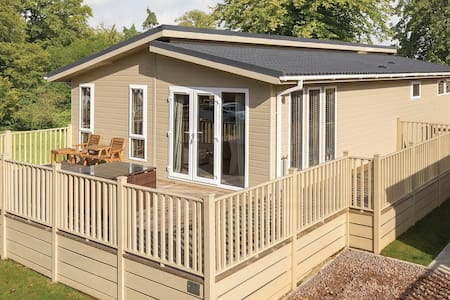 1 Bedroom Luxury Lodge at Blossom Hill - Honiton