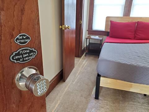 L42-Eiffel at LX Loft Private Keypad Room