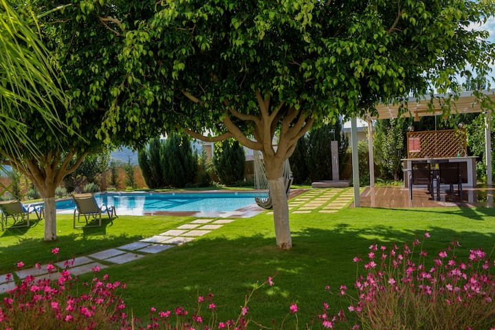 Dimokratia Apartment with Private Pool & Yard