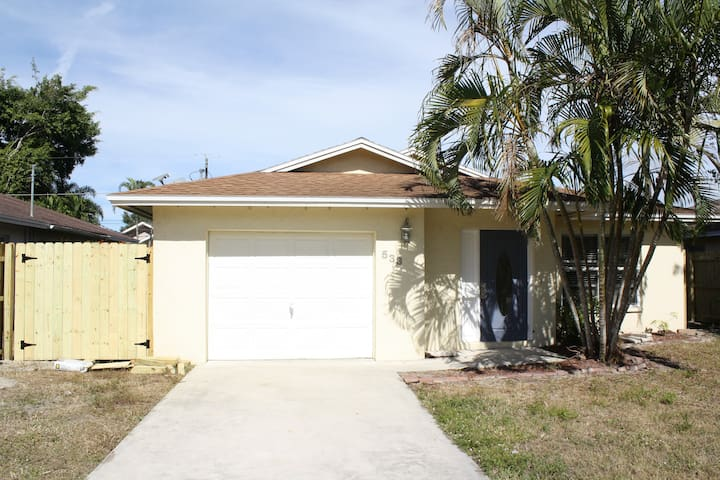 Retreat to rest and relax in North Naples beaches - Naples - House