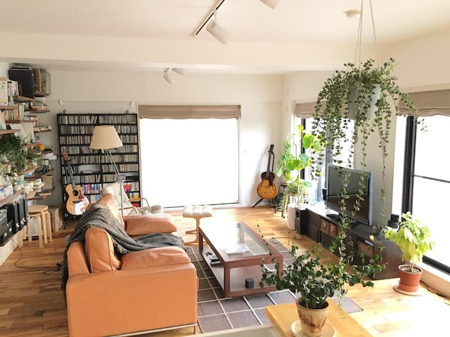A cozy living room with large balcony in Yokohama - Totsuka-ku, Yokohama-shi - Appartement