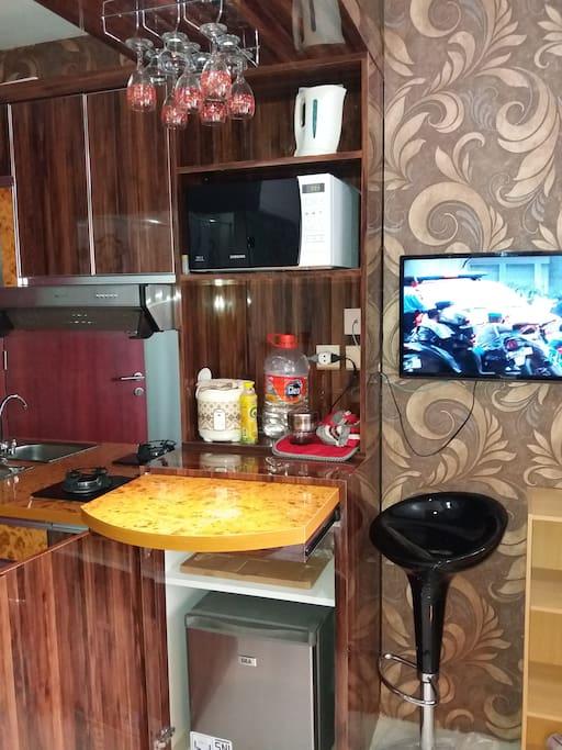Kitchen set dg kompor,exosfan,kulkas,minibar