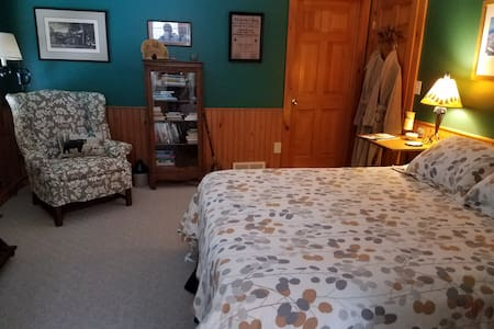 Adirondack style ~ a place to relax, private  bathroom and the TV/office room is a part of the suite.  Breakfast included.  Scenic area with lovely decks!