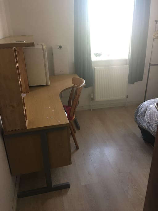 Single bedroom with workplace