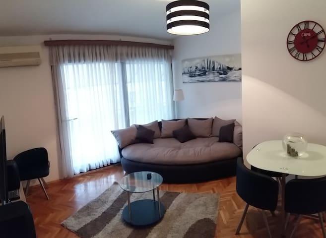 New Cozy top floor apartment - Split - Pis