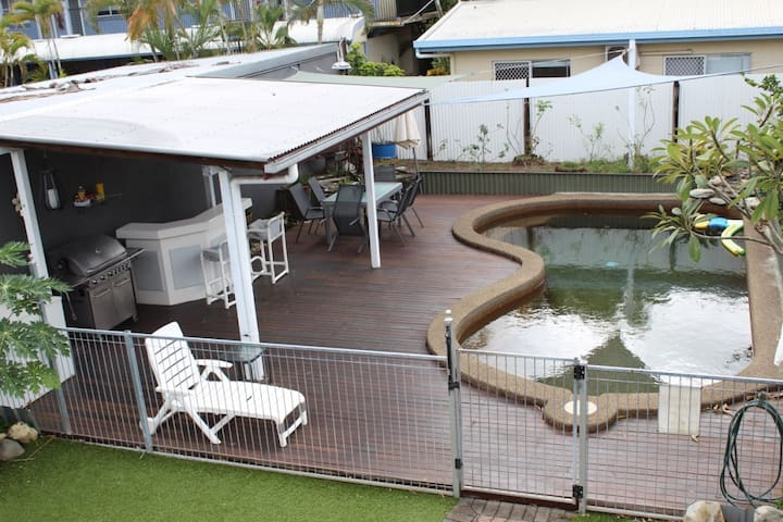 Cairns Central Walking Distance 2 storey