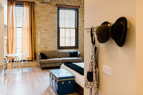 Heritage Restoration Studio Loft - King