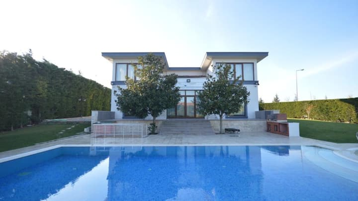 Reach us for magnicifient villas in all Istanbul!