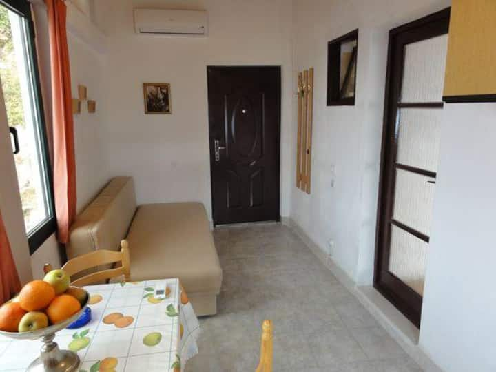 One bedroom apartment with air-conditioning Brela, Makarska (A-11552-c)